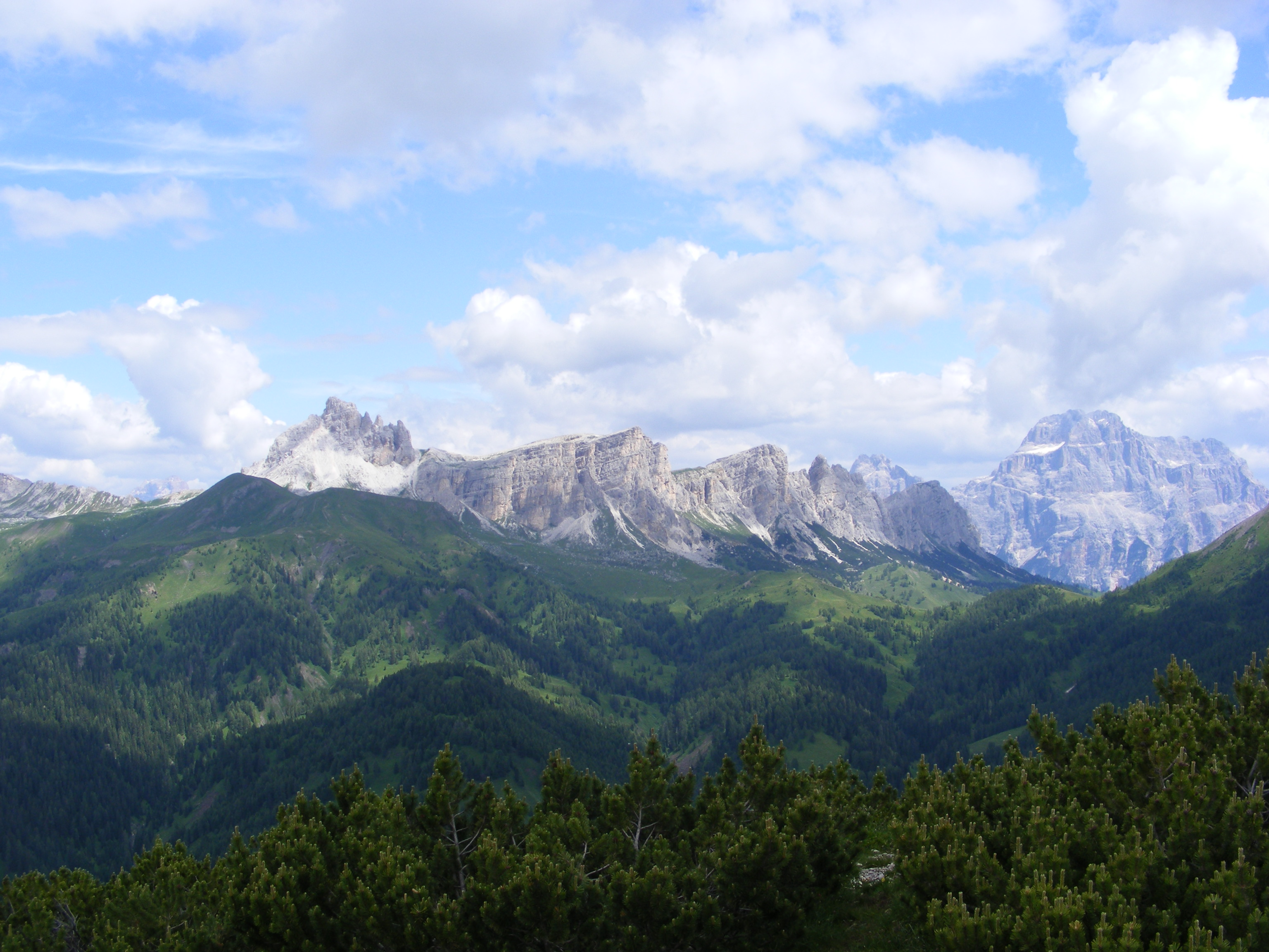 Valle di Mondeval, La Gusela e Lastoi del Formin
